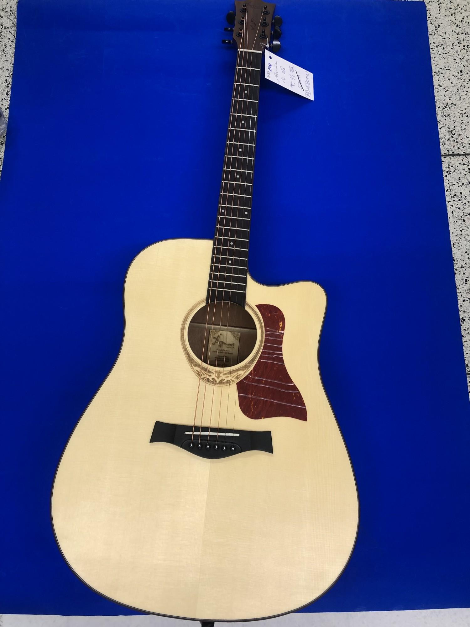 吉他  41吋 特價中  免運  感謝告大媒體爭鋒採訪報導海洋樂器