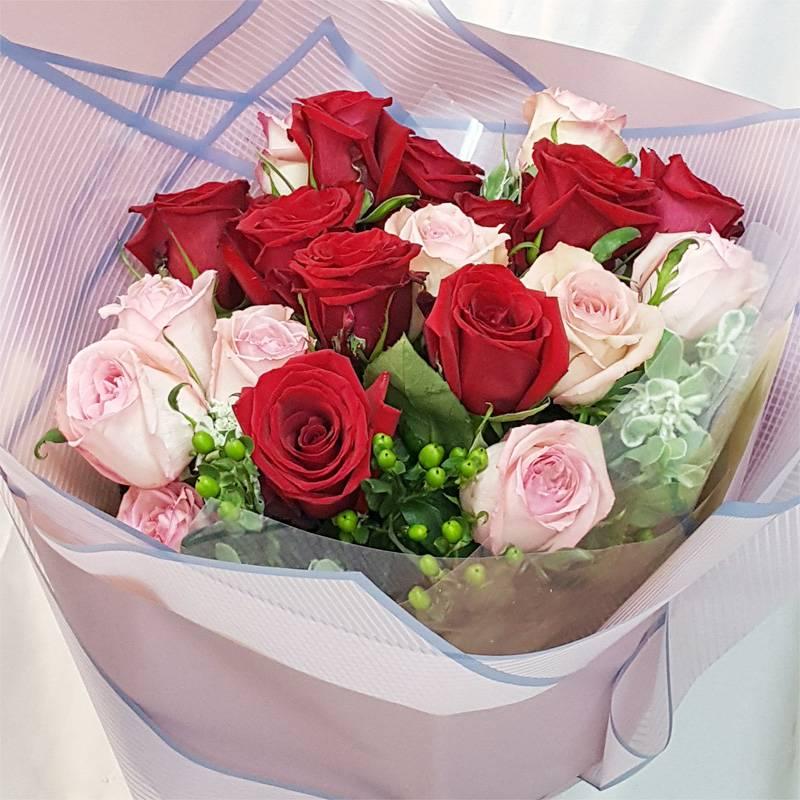 《你儂我儂》情人節進口大朵玫瑰花束