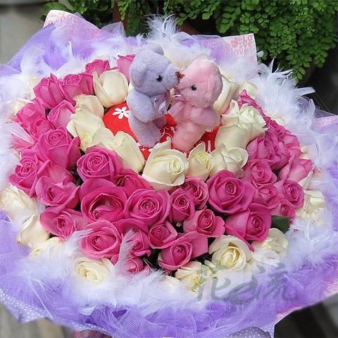 《圈住你的愛》Kiss情侶99朵紅白雙色玫瑰花束