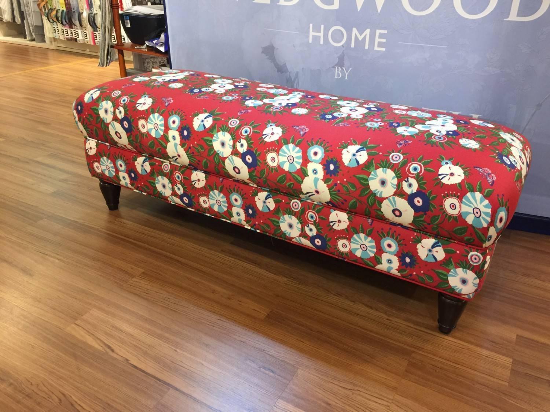 Celia Bazaar 床尾椅
