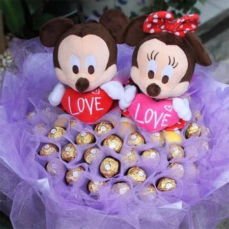 《愛情成雙》-愛心米奇米妮+50朵金莎花束