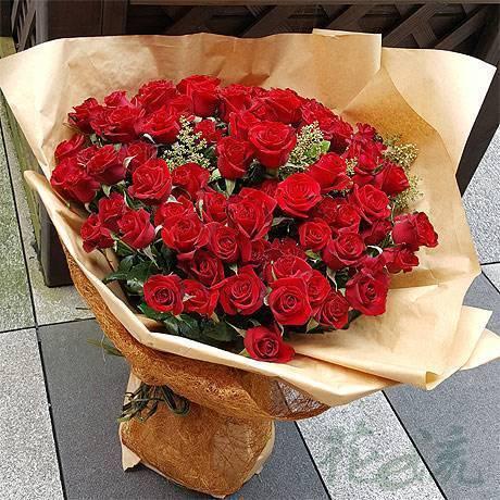 《熾熱的愛》田園自然風99朵紅玫瑰