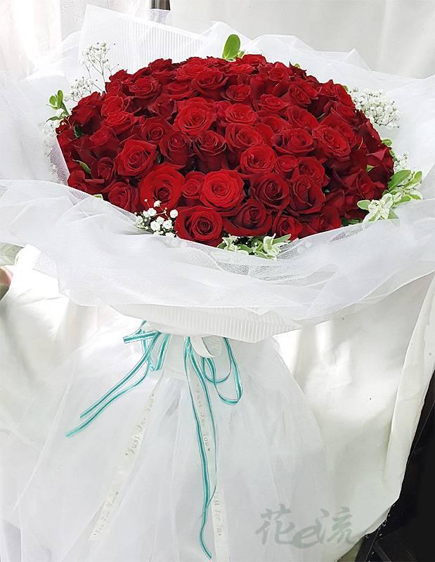 《嫁給我》99朵玫瑰滿天星花束