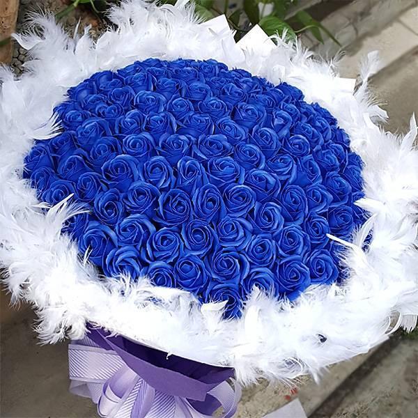 【特價花束】-《藏愛久久》99朵藍皂玫瑰花束