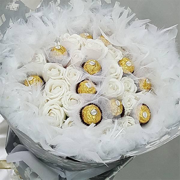 《一世戀人》11朵金莎花+22朵玫瑰皂花