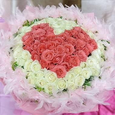 《粉愛你的心》99朵心型粉玫瑰+翡翠白玫瑰花束