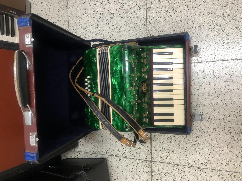 中古手風琴  二手小手琴  全館促銷中 免運  感謝各大媒體爭風報導推薦 海洋樂器