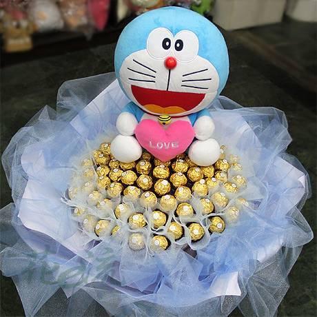代購哆啦A夢玩偶+99朵金莎巧克力花束